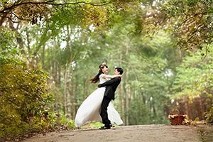 結婚式の前撮りって必要? 種類や費用について